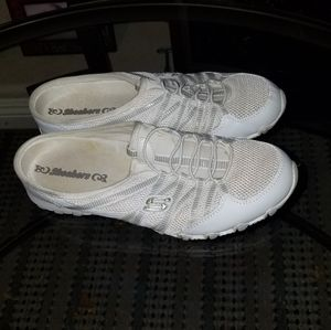 Skechers size 7.5 great used condition